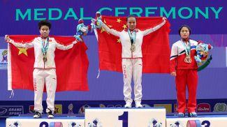 Ху Жихуэй, Цзян Хуэйхуа и Гум Сон Ри. Фото IWF