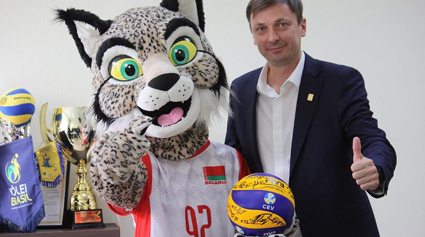 Эдуард Венский во время жеребьевки. Фото Белорусской федерации волейбола