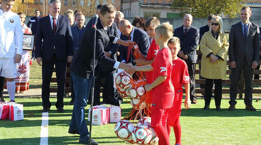 Новое футбольное поле с искусственным покрытием в Осиповичах. Фото АБФФ