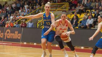 Мария Попова (слева) во время матча. Фото ФИБА
