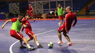 Во время предматчевой тренировки. Фото Белорусской ассоциации мини-футбола