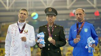 Дмитрий Дюбин, Цинь Ван и Сергей Будза. Фото Синьхуа - БЕЛТА