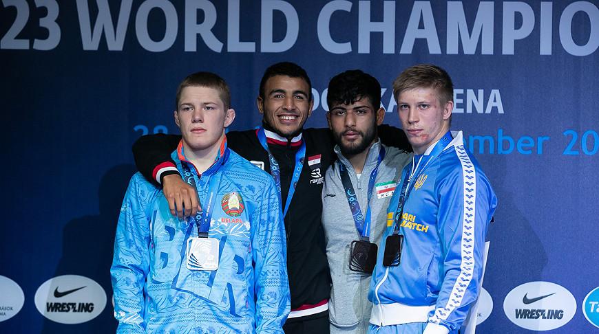 Александр Леончик (слева). Фото United World Wrestling