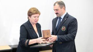 Антонина Кошель и первый вице-президент Национального олимпийского комитета Виктор Лукашенко. Фото НОК Беларуси