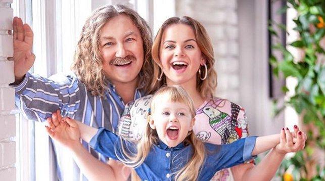 Игорь Николаев, жена Юлия и дочь Вероника. Фото из Instagram