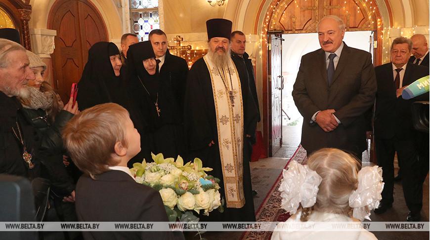 «В единстве залог наших успехов» — Лукашенко в Рождество приехал в храм Свято-Елисаветинской обители