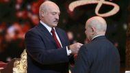 Лукашенко вручил государственные награды госслужащим, артистам и журналистам