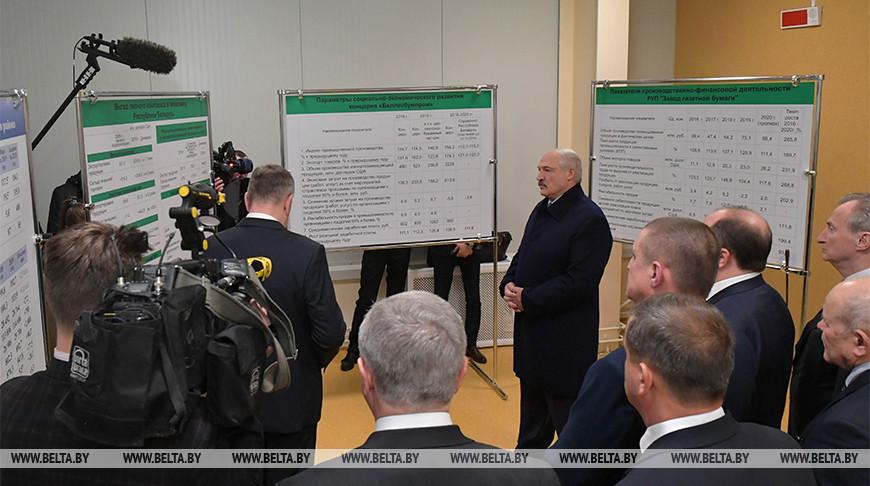 Лукашенко посещает завод газетной бумаги в Шклове (Обновлено)