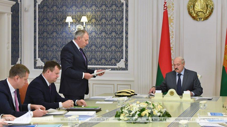 Сергей Румас и Александр Лукашенко во время совещания