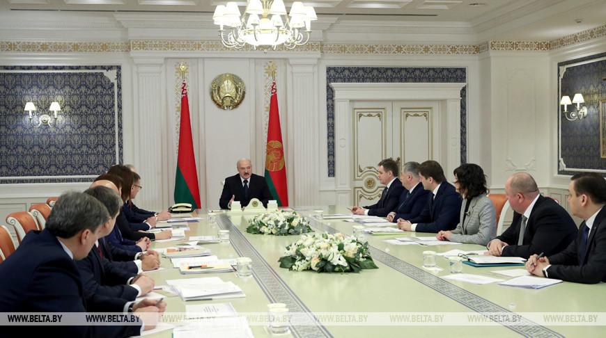 Лукашенко о задачах госСМИ: нужно честно и объективно говорить с людьми на понятном языке, доносить им нашу позицию