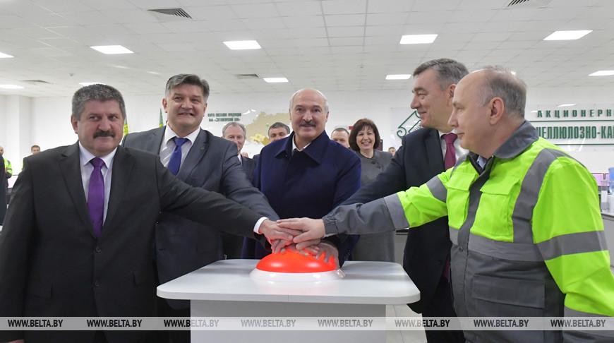 Александр Лукашенко во время церемонии пуска оборудования