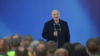 Александр Лукашенко во время встречи с коллективом Светлогорского ЦКК