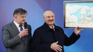 Работники предприятия после общения с главой государства вручили ему свой подарок