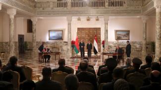 Александра Лукашенко и Абдель Фаттах ас-Сиси во время подписания документов