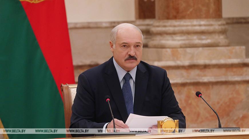 Лукашенко назвал ситуацию скоронавирусом психозом: «Кому-то будет наруку»