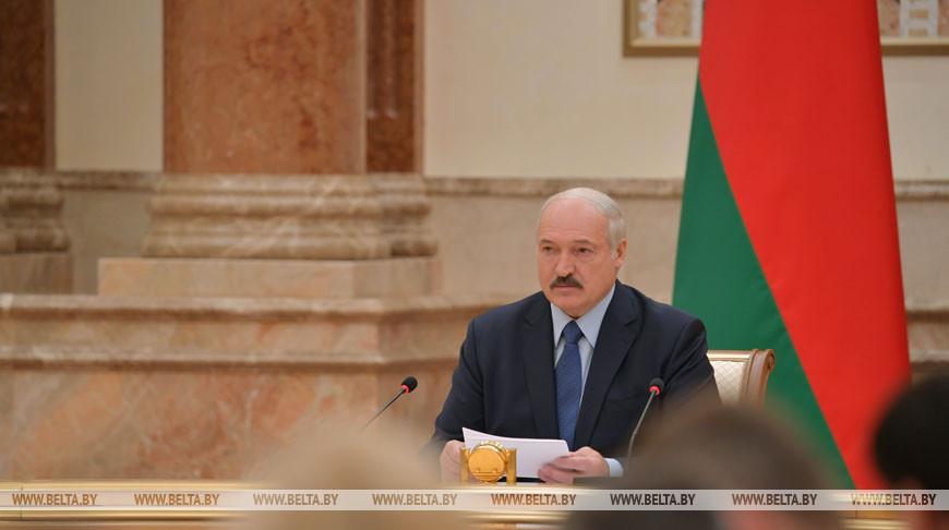Лукашенко правительству: нужно строить гибкую экономику, анереагировать налюбой шорох