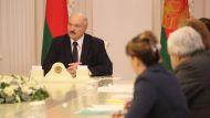 Лукашенко: люди могут больше пострадать от паники, чем от самого коронавируса