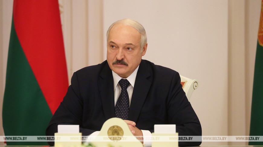 Лукашенко поручил помочь россиянам вернуться из Польши на родину
