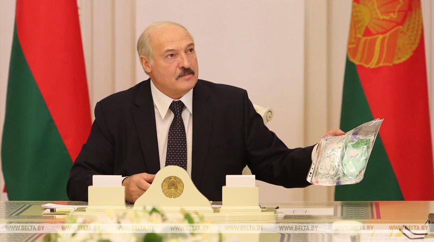 Лукашенко поручил наладить в стране производство респираторов