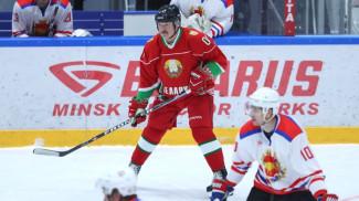 Александр Лукашенко во время матча