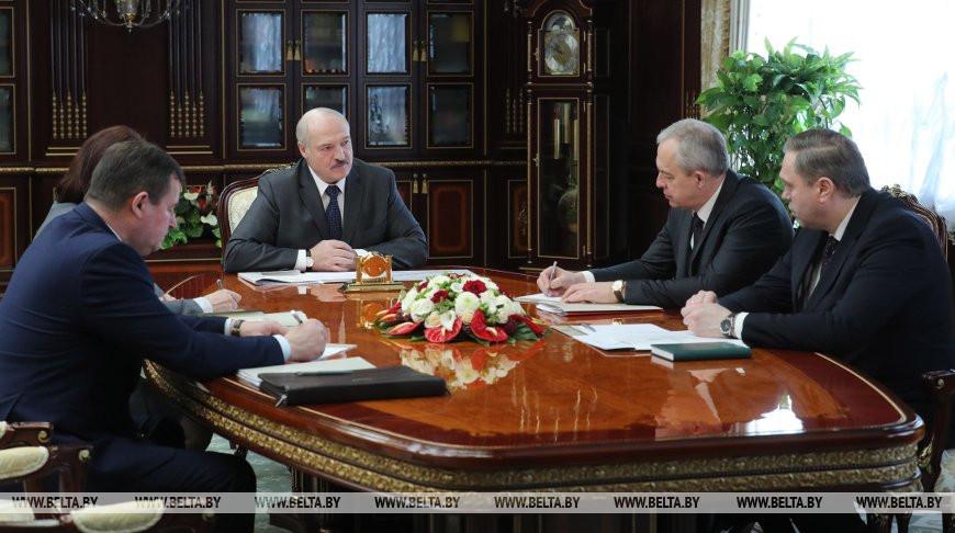 Лукашенко призывает людей в больницах не опускать руки, даже при положительном тесте на коронавирус