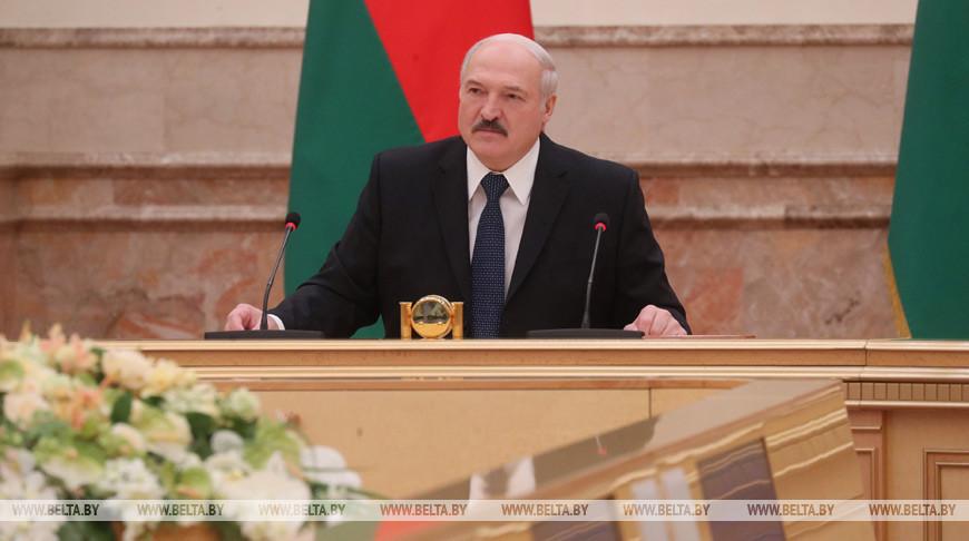 У Лукашенко обсуждают первоочередные меры по обеспечению устойчивой работы экономики и социальной сферы