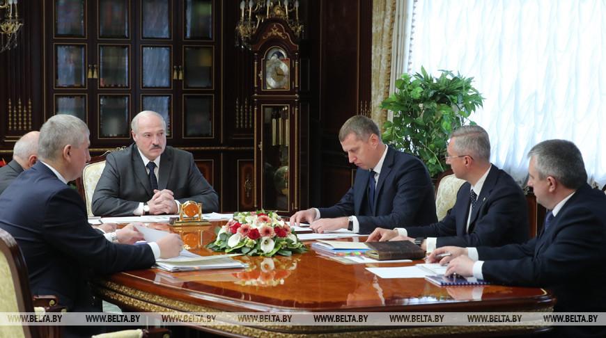Нет дефицита и ажиотажа — Лукашенко доложили о ситуации на потребительском рынке и ценообразовании (Дополнено)