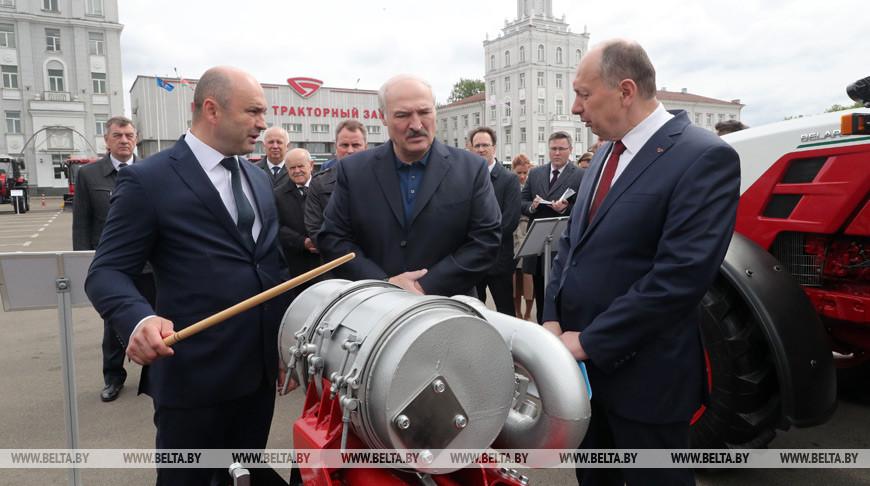 Лукашенко о работе предприятий: на богатом Западе уже дикая безработица, слава богу, что мы этого избежали