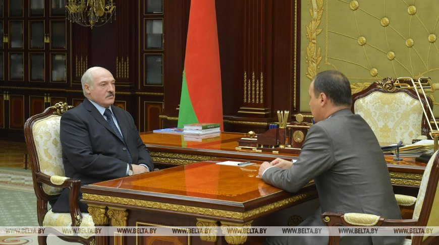 Лукашенко принял с докладом председателя Госкомвоенпрома
