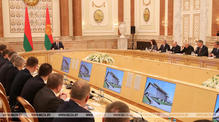 """""""Где деньги, которые мошенническим образом получил"""" - Лукашенко адресовал вопрос одному из потенциальных кандидатов"""