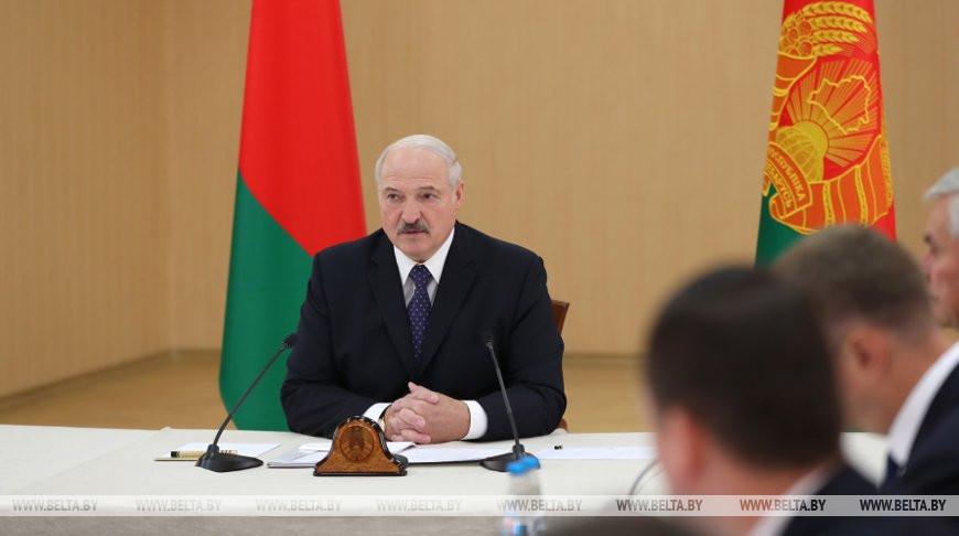 """""""Пока в адрес отрасли слышна критика, успокаиваться рано"""" - Лукашенко ориентирует ЖКХ на эффективное развитие"""