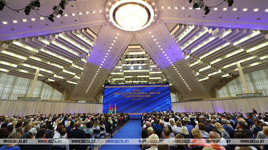 Лукашенко: в будущей пятилетке каждый студент будет иметь свое место в общежитии