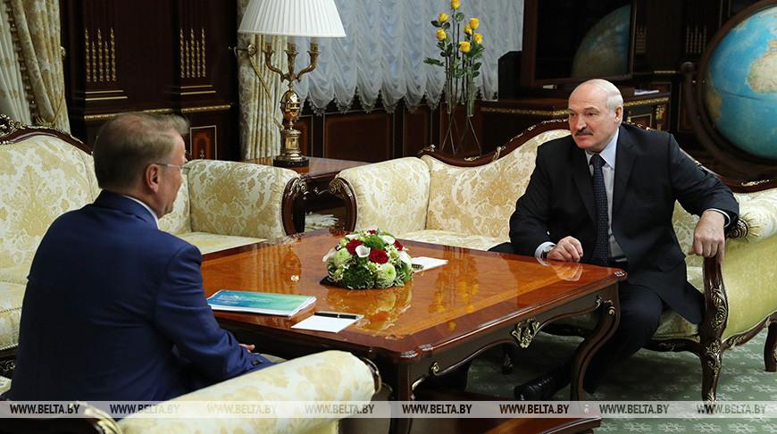 Герман Греф и Александр Лукашенко во время встречи