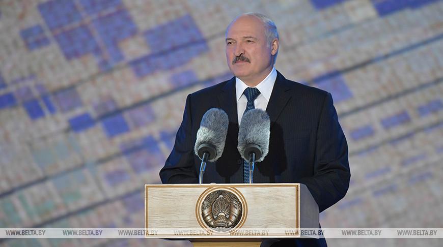 Лукашенко: уже не одно поколение белорусов растет в благополучной, чистой, мирной и красивой стране