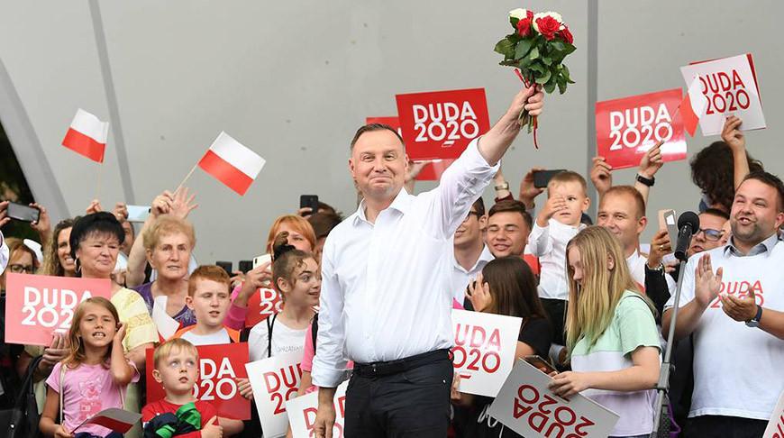 Президент Польши Анджей Дуда (в центре). Фото  EPA - EFE