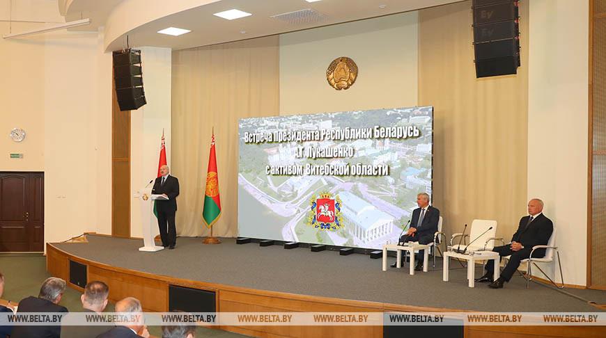 Лукашенко рассказал, как губернатор Витебской области восстанавливался после коронавируса