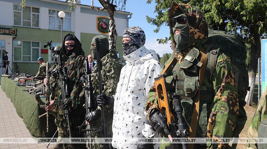 Лукашенко посещает 5-ю бригаду спецназначения в Марьиной Горке