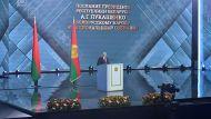 """Лукашенко призывает различать реальную политику и """"фанерных марионеток"""""""