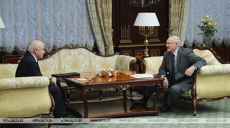 Лукашенко: выборы прошли как праздник, но те, кто захотел его испортить, засветились еще ярче
