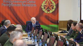 Александр Лукашенко во время совещания