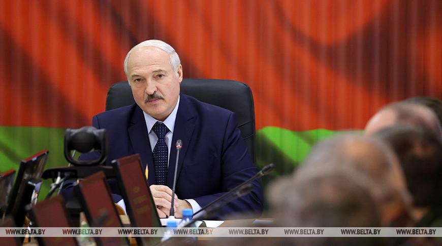 Лукашенко об угрозах в адрес семей военнослужащих: не надо играть с огнем