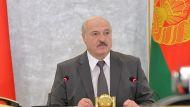 Лукашенко поблагодарил рабочих на предприятиях и призвал не прятать глаза в асфальт