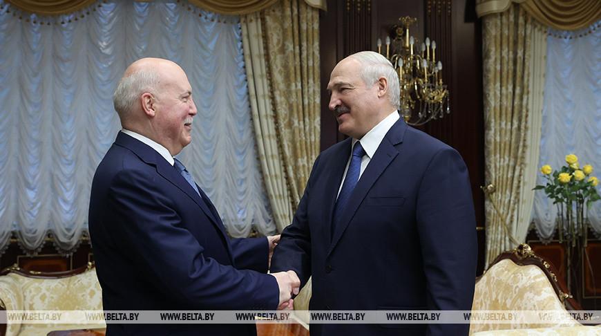 Дмитрий Мезенцев и Александр Лукашенко