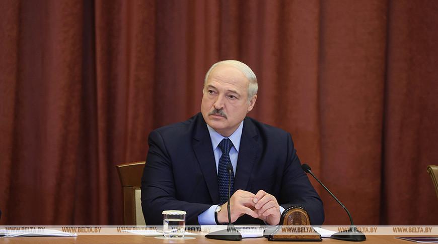 Лукашенко посещает Национальную академию наук