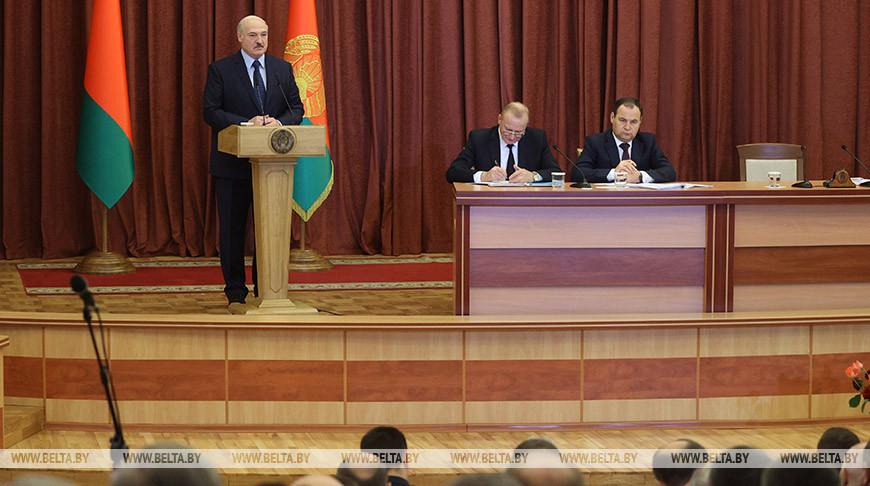 «Развитие науки определяет будущее» — Лукашенко встретился в НАН с белорусскими учеными