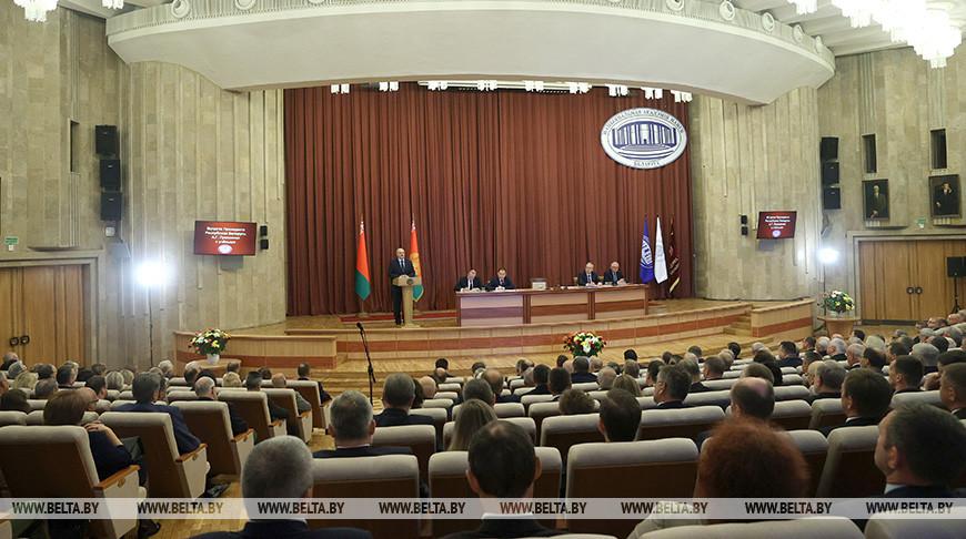 Александр Лукашенко во время выступления