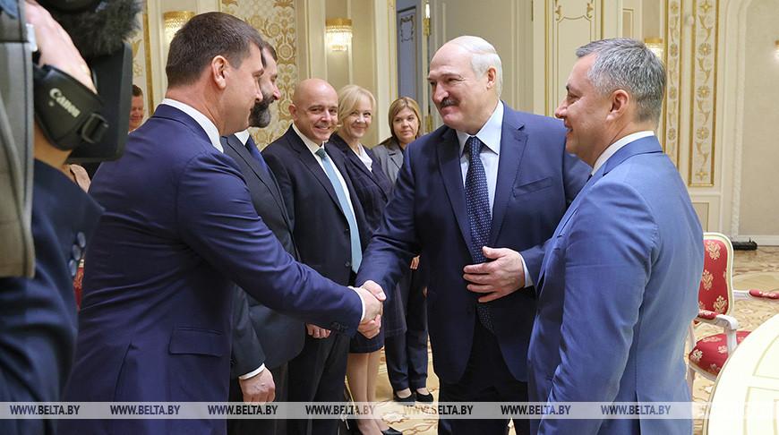 Александр Лукашенко во время встречи с делегацией Иркутской области