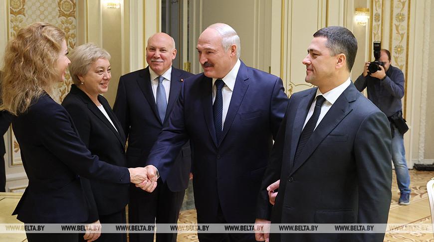 Александр Лукашенко во время встречи с делегацией Псковской области