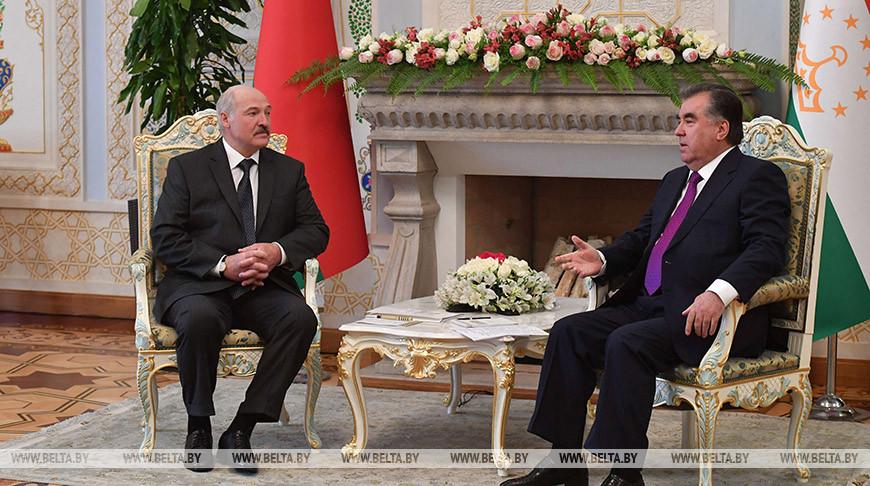 Лукашенко и Рахмон обсудили по телефону двустороннее сотрудничество, ситуацию в регионе и COVID-19
