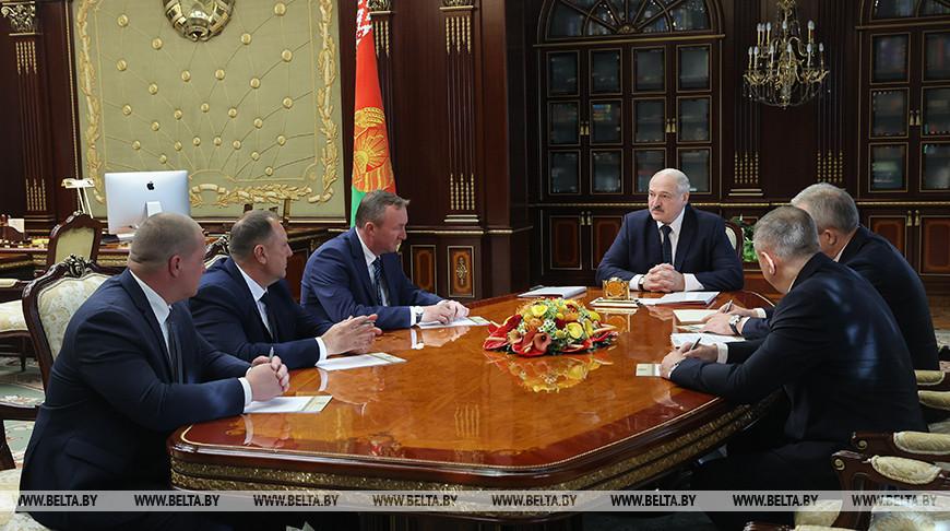 Александр Лукашенко во время принятия кадровых решений